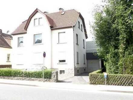 Wohnhaus mit Garagen in Barntrup!