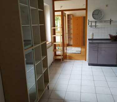 Möblierte, helle 1,5-Zimmer Wohnung. 600,- € Warmmiete / nur Einzelmieter