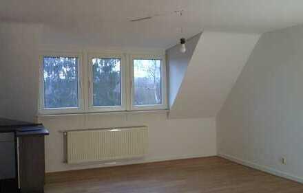 Erstbezug nach Sanierung: schicke 2-Zimmer-Dachgeschosswohnung mit EBK in Düsseldorf