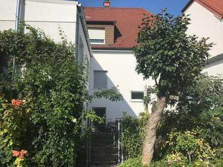 Schönes Haus mit 5 Zimmern, mit grünem Innenhof, Einfahrt , in Lu - Edigheim