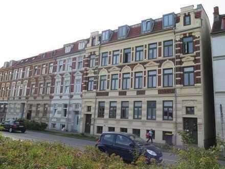 Helles zentrales WG-Zimmer + Wohnzimmer/Balkon in netter 3er WG
