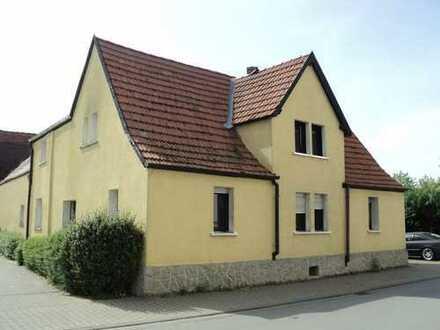 Viel Potential und Platz für individuelle Ideen ! Ein-Zweifamilienhaus mit Nebengebäuden !