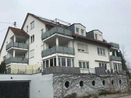 Exquisite 4 Zimmerwohnung mit Einbauküche, Balkon und 2 Garagenstellplätze