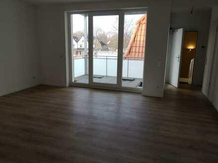 Helle 3 Zimmer Wohnung mit großem Balkon