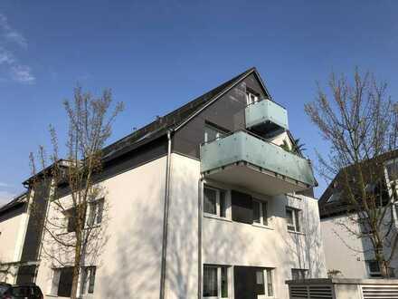 Außergewöhnliche 4,5 Zimmer GALERIE-Wohnung mit Balkon in Winterbach