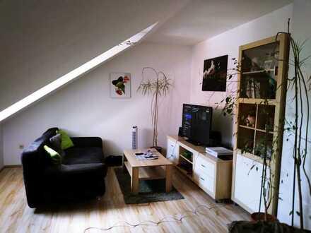 Geschmackvolle Dachgeschosswohnung mit einem Raum und EBK in Meitingen