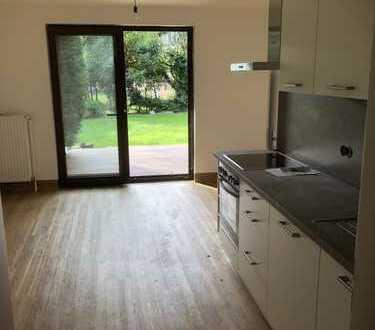 Exclusive helle 2 Zimmer Wohnung mit Terrasse und Garten