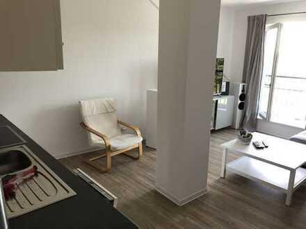 Moderne 2-Zimmer-Dachgeschosswohnung mit Einbauküche in Potsdam