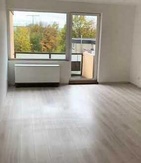 Modernisierte 2,5-Zimmer-Dachgeschosswohnung mit Balkon und EBK in Essen