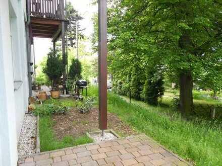 großzügige Wohnung mit Terrassen, Laminat, STP, Solar und ruhig gelegen