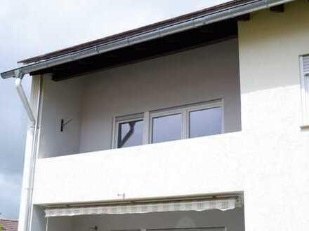 Schöne renovierte 3 Zimmer Whg. im 1.OG rechts mit EBK, Balkon sowie Garage in Onstmettingen,WM:590€