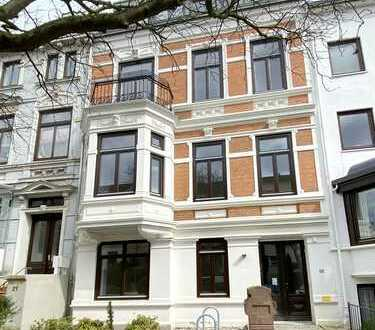 Hübsche 2-Zimmer-Neubau-Dachgeschoß-Wohnung im alten Gewand