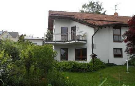 Modernes Doppelhaus mit ansprechender Architektur