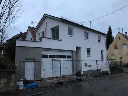 Freistehendes Einfamilienhaus mit großer Garage von privat zu verkaufen
