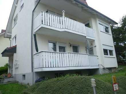 Gepflegte 2,5-Raum-Hochparterre-Wohnung mit Balkon in Erbach