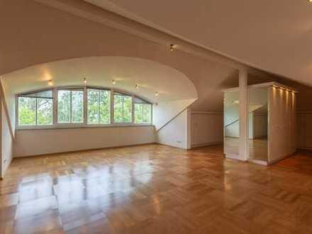 Luxuriöse, helle 5-Zimmer-Wohnung über 2 Etagen mit großzügigem Balkon in Schloßberg