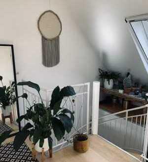 Schöne Maisonette-Wohnung mit Balkon und Einbauküche—Neuhausen