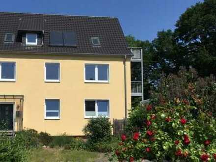 Erstbezug nach Sanierung mit Balkon: attraktive 3-Zimmer-Hochparterre-Wohnung in Hannover