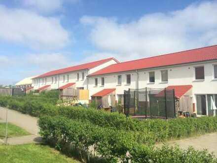 Modernes 4 Zi. Reihenmittelhaus ( Wohnung ) mit Süd-Terrasse, Garten und Carport