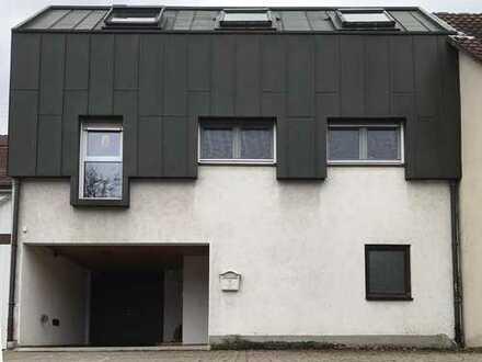 Schönes Haus mit fünf Zimmern in Karlsruhe, Knielingen