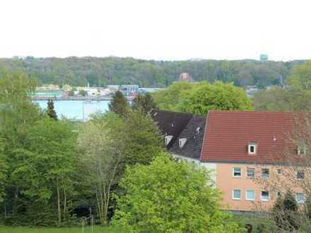 FLENSBURG, GROßZÜGIGE 3 ZIMMER EIGENTUMSWOHNUNG MIT GROßEM ECKBALKON UND TIEFGARAGENPARKPLATZ