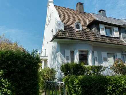 Charmante Doppelhaushälfte in der südlichen Gartenstadt zu vermieten.
