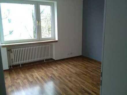 Helle sonnige zwei Zimmer Wohnung
