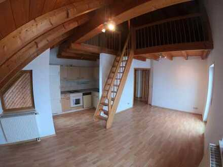 Schöne 2 Zimmer Dachgeschosswohnung mit Galerie und Loggia