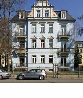 Vollständig renovierte 3,5-Zimmer-Hochparterre-Wohnung mit Balkonen in Dresden-Striesen,