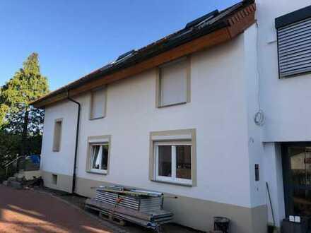Aufwendig saniertes Einfamilienhaus mit Terrasse und Balkon in Stutensee - Blankenloch