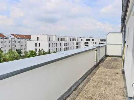 2236 - Dachgeschosswohnung mit hohen Decken und Dachterrasse in Oberreut!