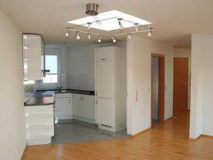 Hochwertige 2,5Zi. Wohnung, Bj. 2001, Garage, tolle Lage