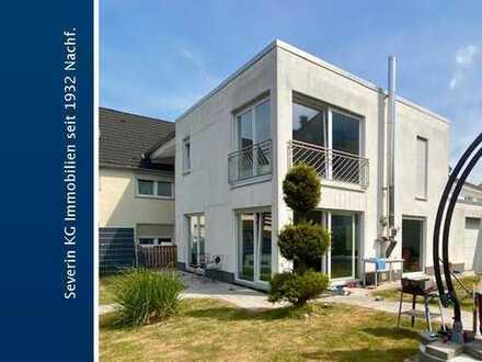 Modernes Einfamilienhaus mit Garten und Garage nach ETW-Recht