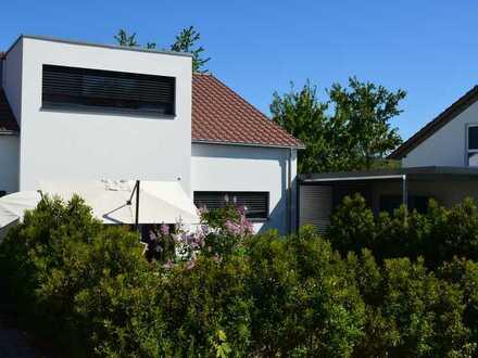 Exklusive Haushälfte - in ruhiger Anliegerstraße