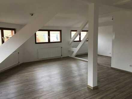 Teilrenovierte zentralgelegene vier Zimmer ETW in Karlsruhe, Durlach (provisionsfrei)