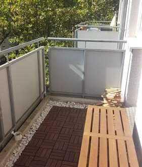 Zentrales Wg-Zimmer nähe Schillerplatz mit ca. 12 cm², Balkon in Richtung Süd-West, Bad und Küche