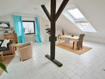 Große 2-Zimmer-Dachwohnung in ruhiger Lage von Eschborn!