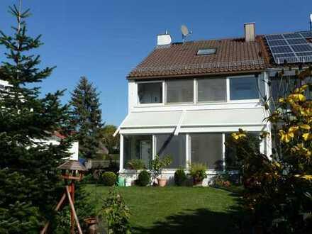 Wohlfühlhaus Neu-Ulm- sehr gepflegte DHH mit Wintergarten, Garten, Garage
