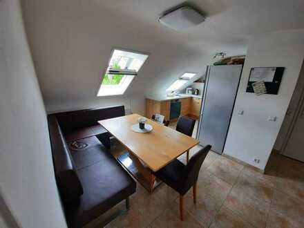 Stilvolle, vollständig renovierte 3,5-Zimmer-DG-Wohnung mit Einbauküche in Remseck am Neckar