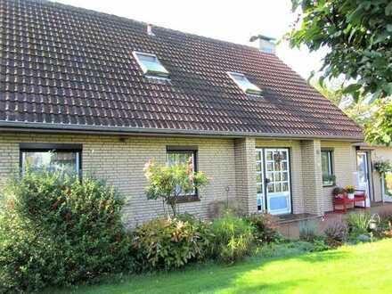 Zweifamilienhaus mit großem Grundstück in Bordelum zu verkaufen.