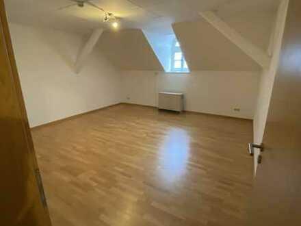 Große 2-Zimmer-Wohnung in historischem Gebäude