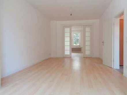 Für Individualisten ** Großzügig geschnittene, lichtdurchflutete 2-Zimmer Wohnung mit kleinem Balkon