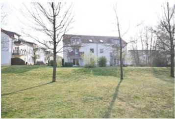 Helle Dachgeschoss-Wohnung mit Balkon ruhig und doch zentral gelegen in Bernau