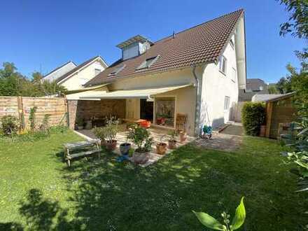 Gepflegte Doppelhaushälfte mit 5 Zimmern und Garten in Bornheim-Kardorf