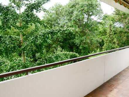 Sonnige 4 Zimmer Wohnung mit Süd-Balkon und Garten in gepflegtem 8 Familienhaus in ruhiger Lage