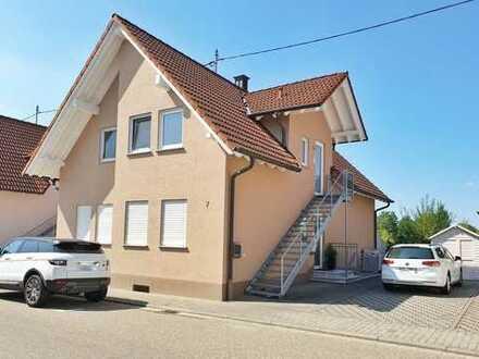 Modernisierte naturnahe Wohnung mit drei Zimmern sowie Balkon und EBK in Freckenfeld, Hunde erlaubt