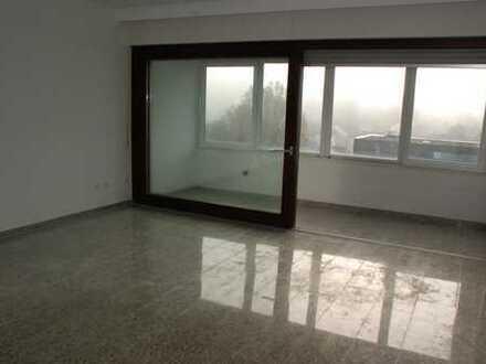 Neu renovierte 3-Zi-Penthouse-ETW-Wohnung mit 91m² - Lift u. Stellplatz