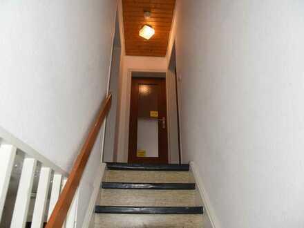 2 Zimmer in grosser Etagenwohnung mit Garten & Stellplatz zu Vermieten