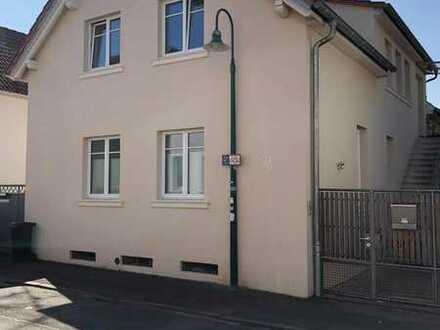 Stilvolle, sanierte 4-Zimmer-Dachgeschosswohnung mit Balkon und EBK in Darmstadt-Eberstadt