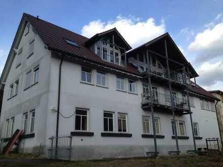 Ansprechende und sehr großzügige 5-Zimmer-Wohnung mit Balkon in Tuttlingen (Kreis)